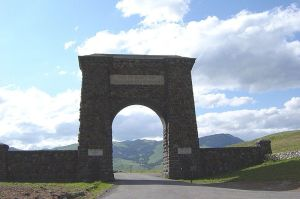 800px-Yellowstone_Gate